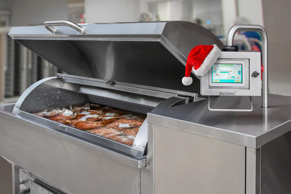 Cook Tank Chiller with Santa Hat